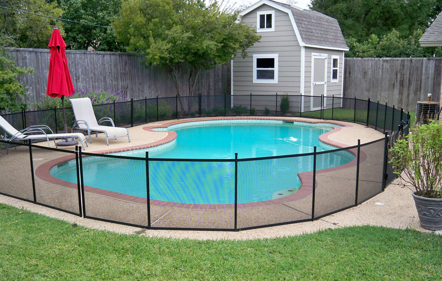 Removable pet fence for the pool more protect a child for Garden pool for dogs